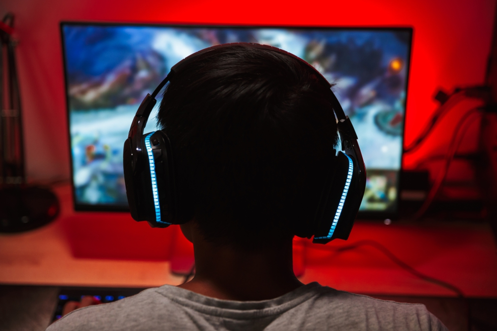 Bild Junge vor PC Gaming Spiel