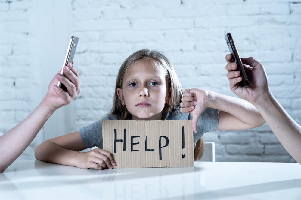 Bild Mädchen HELP